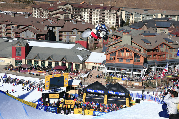 Kelly Clark competes at copper mountain