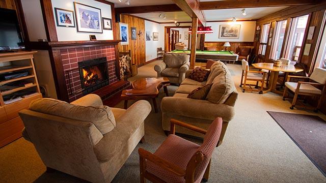 Selkirk Wilderness Skiing Lodge