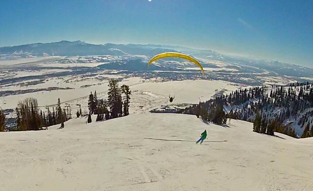 Skier-races-paraglider-JHMR-crowdtrip.jpg